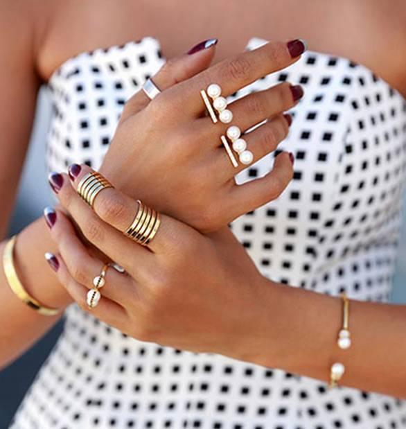 时尚有趣的珠宝戒指的叠搭方式