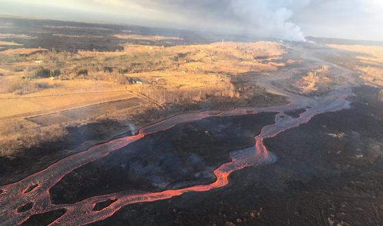 夏威夷火山再喷发 熔岩入海后形成新岛屿