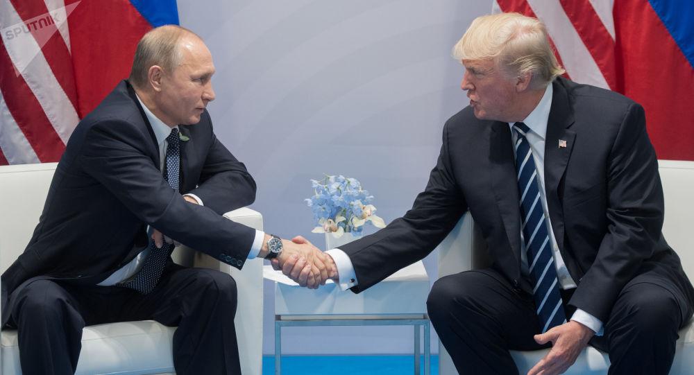 """超两小时的""""一对一""""会谈后 特朗普宣布与普京的会谈是""""很好的开始"""""""