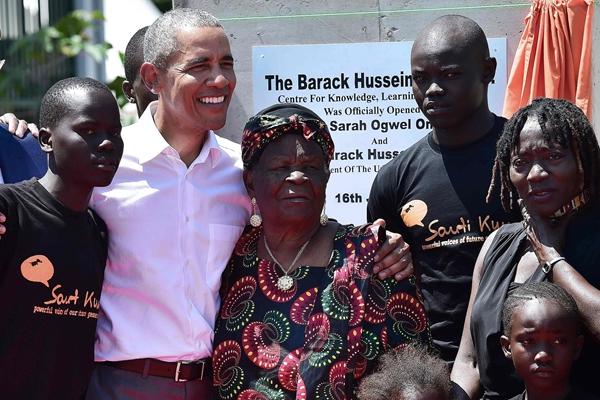 """美前总统奥巴马卸任后首回肯尼亚""""老家"""" 获热情欢迎"""