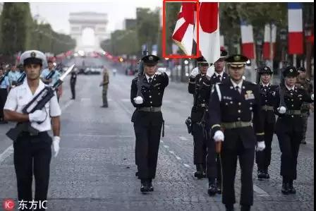 乱得一塌糊涂的法国阅兵上 日本旭日旗也登场了