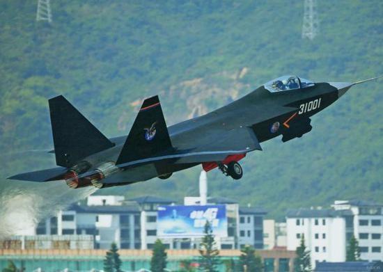 专家:FC31战机更适合上航母 或3年后实现上舰