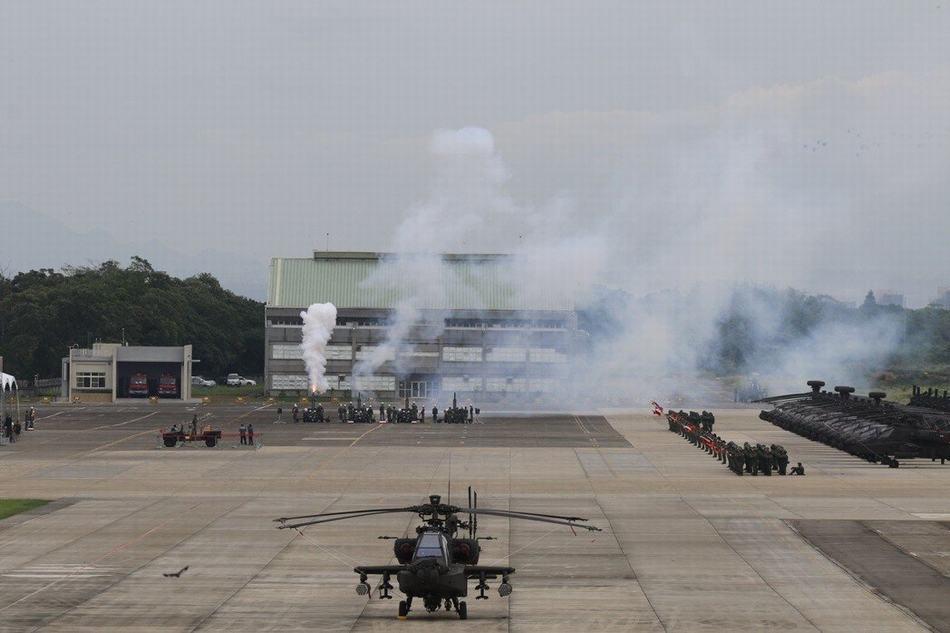 """美国打""""台湾牌""""出新招:台阿帕奇部队获美军帮扶"""
