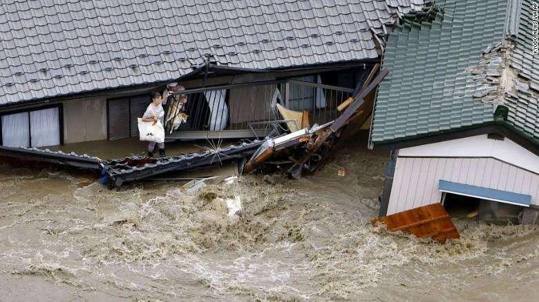 日本暴雨致2400罐天然气被水冲走 仍有200余罐下落不明