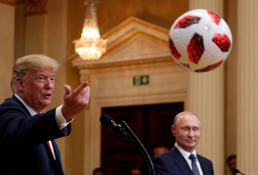 普京送特朗普一颗世界杯足球 美议员警告:小心窃听器