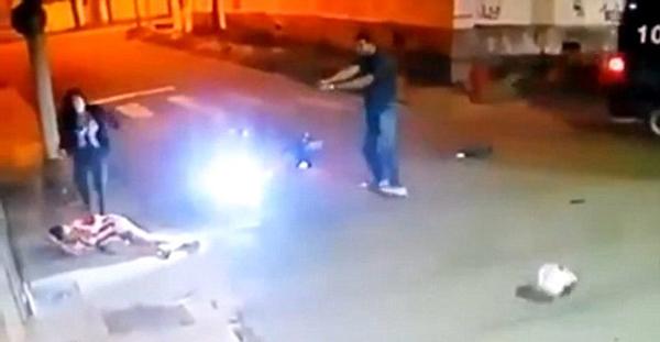 巴西警察送女友回家遭两青年抢劫 反击致一死一伤