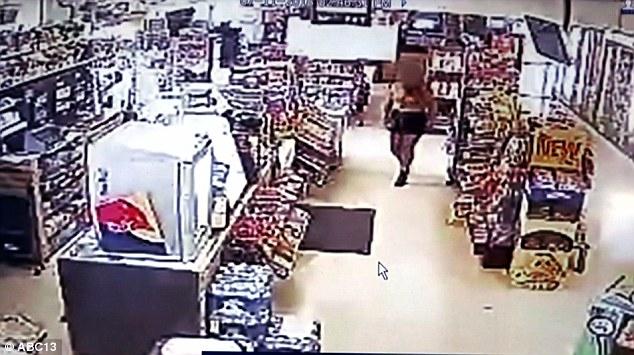 美加油站工作人员智救被绑架女子被赞英雄