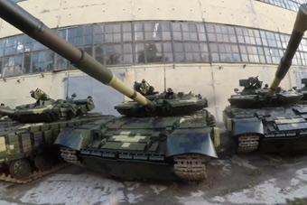网友潜入乌克兰基地 崭新坦克没人管随便开走