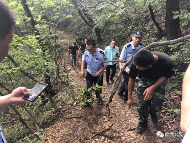 五名游客闯禁行被困深山 警方带无人机紧急搜救