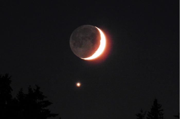 """上周日晚美国多地迎来""""金星合月""""美丽天象"""