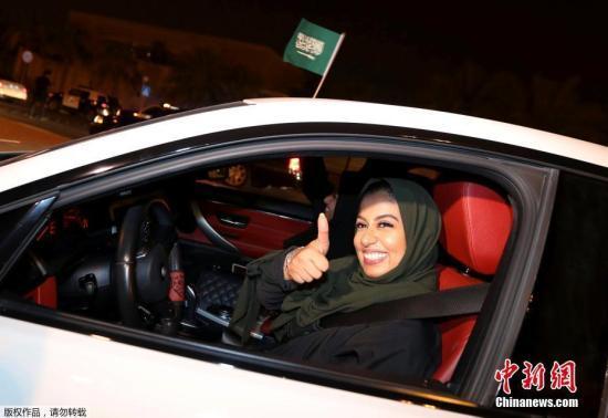 从女司机到女飞行员?沙特飞行学院首次招收女生