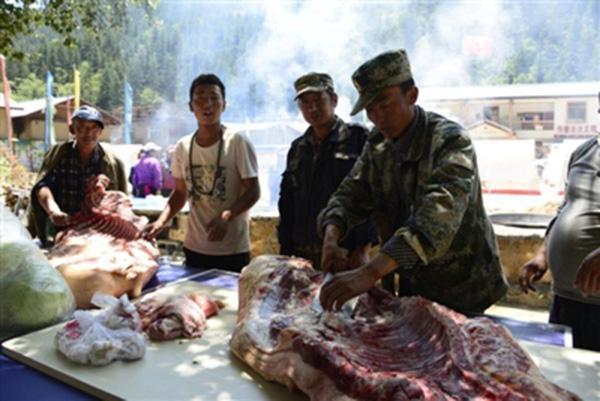 洪灾过后村里无菜,商贩进村为123户村民免费送菜