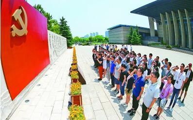"""红船精神""""与中国共产党的初心和使命"""