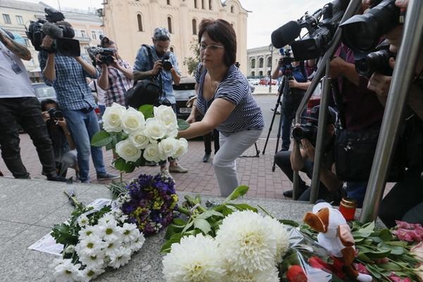 马航MH17坠毁事件四周年 乌克兰民众献花悼念遇难者