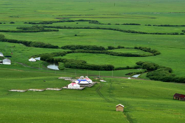 俯瞰乌拉盖九曲弯 河道弯弯曲曲宛如绿色飘带