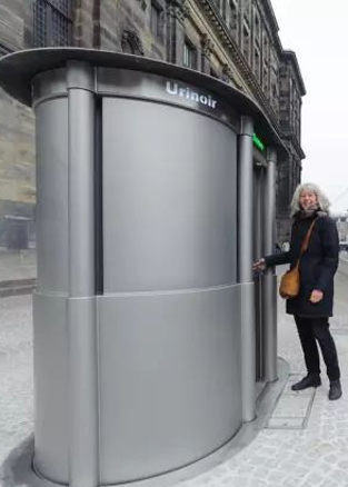 荷兰的公厕是从地上冒出来的