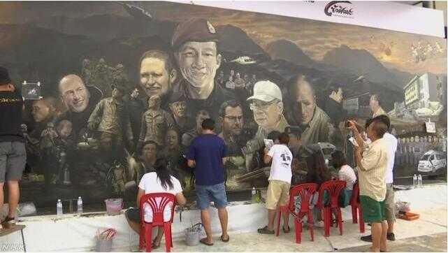 感恩!泰国画家巨型画作歌颂参加足球队救援成员