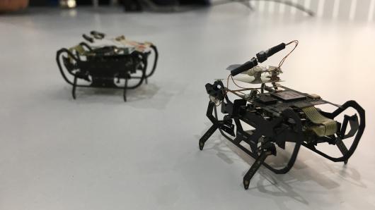"""劳斯莱斯打造可以维修飞机引擎的机械""""小强"""""""