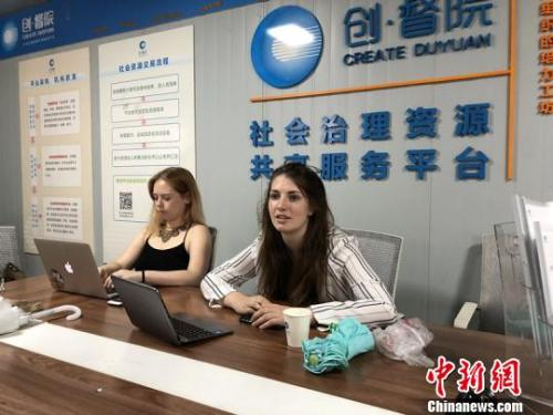 外国留学生成都社区实习:致力为好客居民做好服务