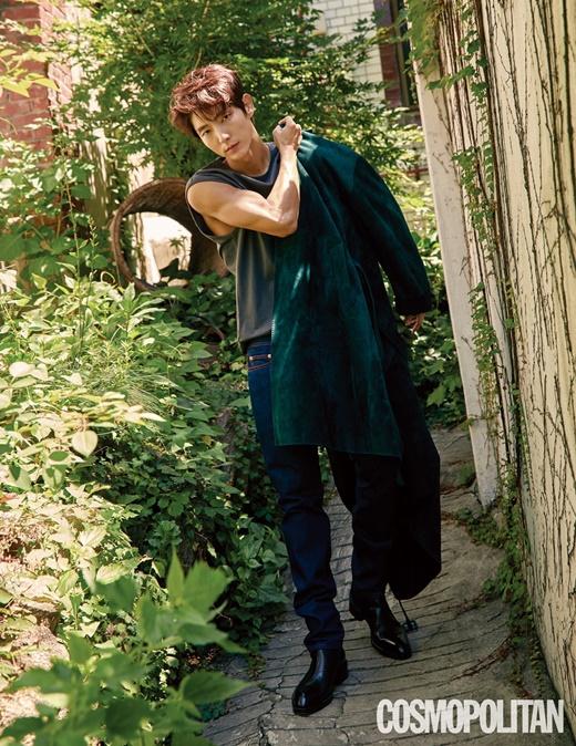 组图:李准基拍户外写真魅力有型 手臂肌肉超苏