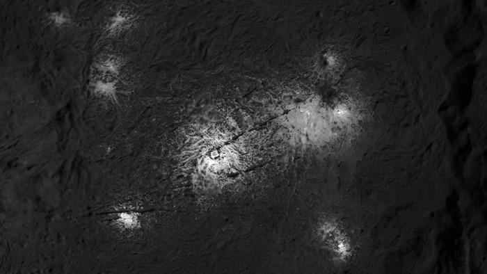 NASA新图像展示谷神星神秘亮点的更多惊叹的细节