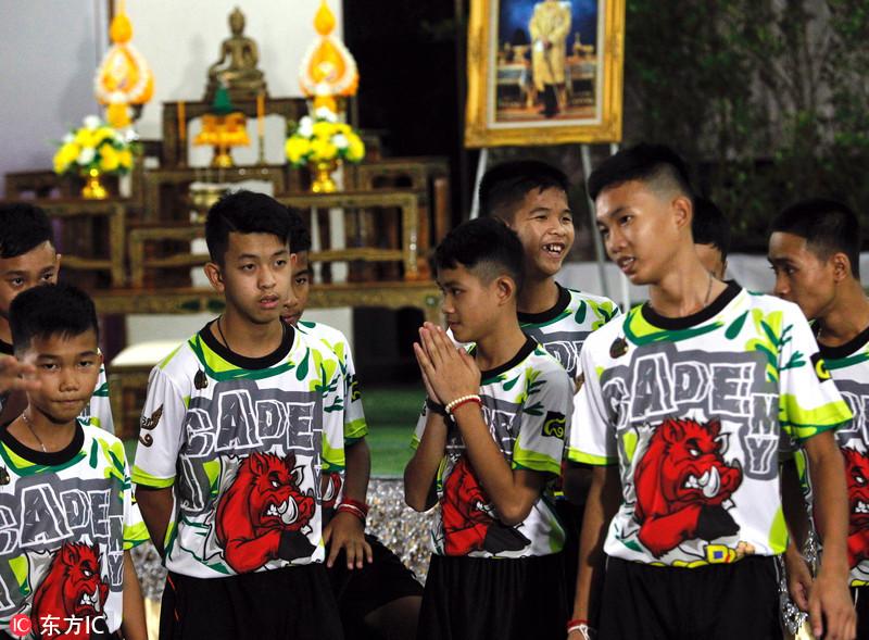 泰国被困洞穴少年足球队出院 首次接受媒体采访