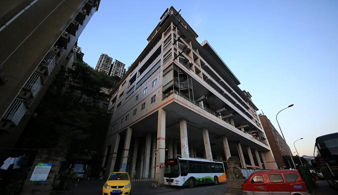 """屋顶上是加油站  重庆又现8D""""魔幻""""建筑"""