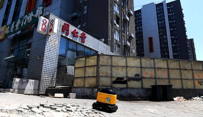 苏宁小店智能机器人配送正式上岗