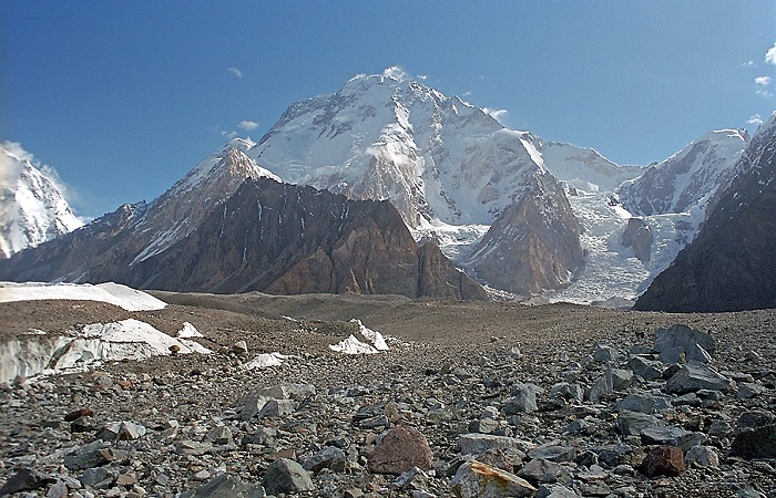 65岁登山者在喜马拉雅失踪36小时 幸被无人机发现后得救