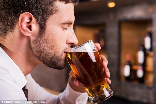 研究:男性每周喝适量啤酒可增加精子量
