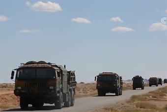 大漠戈壁防空兵实弹打靶 精确度相当高