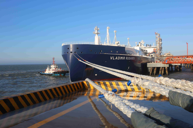 中国首船亚马尔LNG经北极东北航道 运抵江苏如东接收站