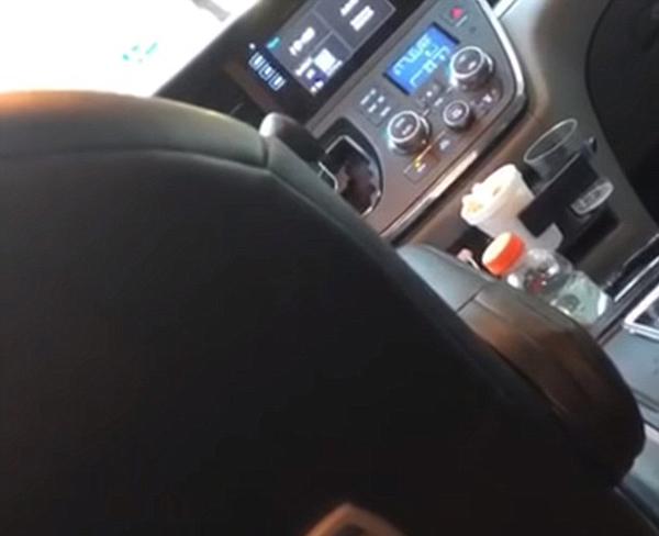 纽约优步司机被女乘客拍下在车上小便不雅视频