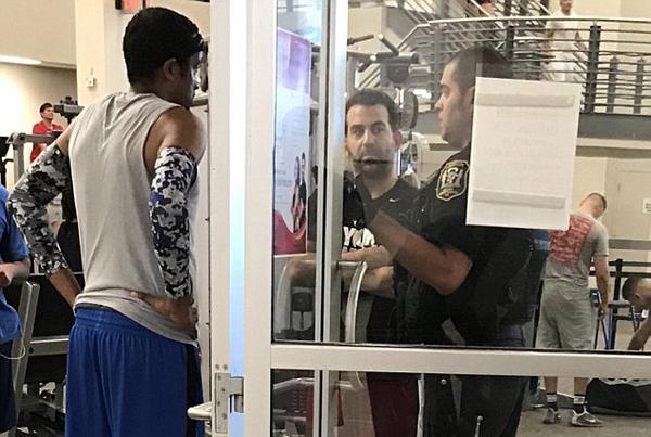 美白人男子篮球赛上遭黑人对手犯规 怒而报警