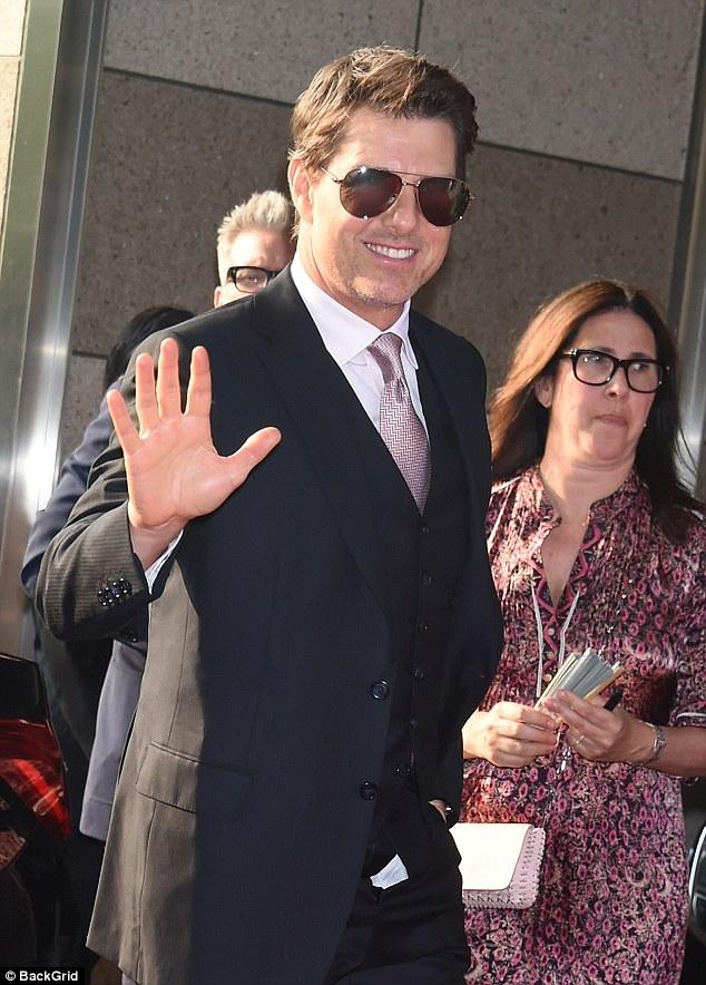 汤姆•克鲁斯出席新片首映礼忘记拉裤子拉链