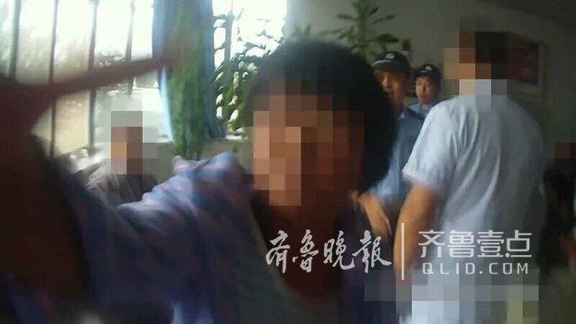 女子在济南某医院内咬伤警察大腿 被判刑6个月