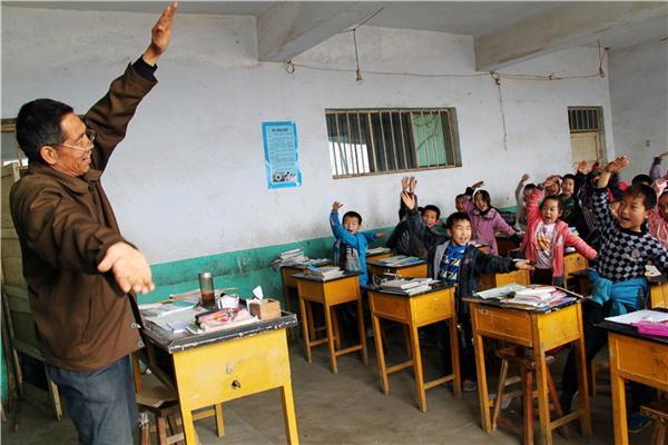3年1万名!教育部、财政部将招募退休教师到农村讲学