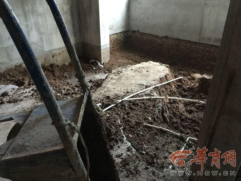 小区一楼住户为建复式向下挖 物业:不要紧可以挖
