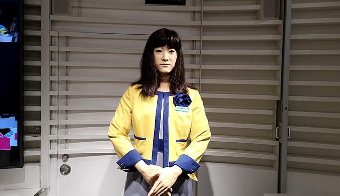 东京购物中心现美女机器人 掌握多国语言