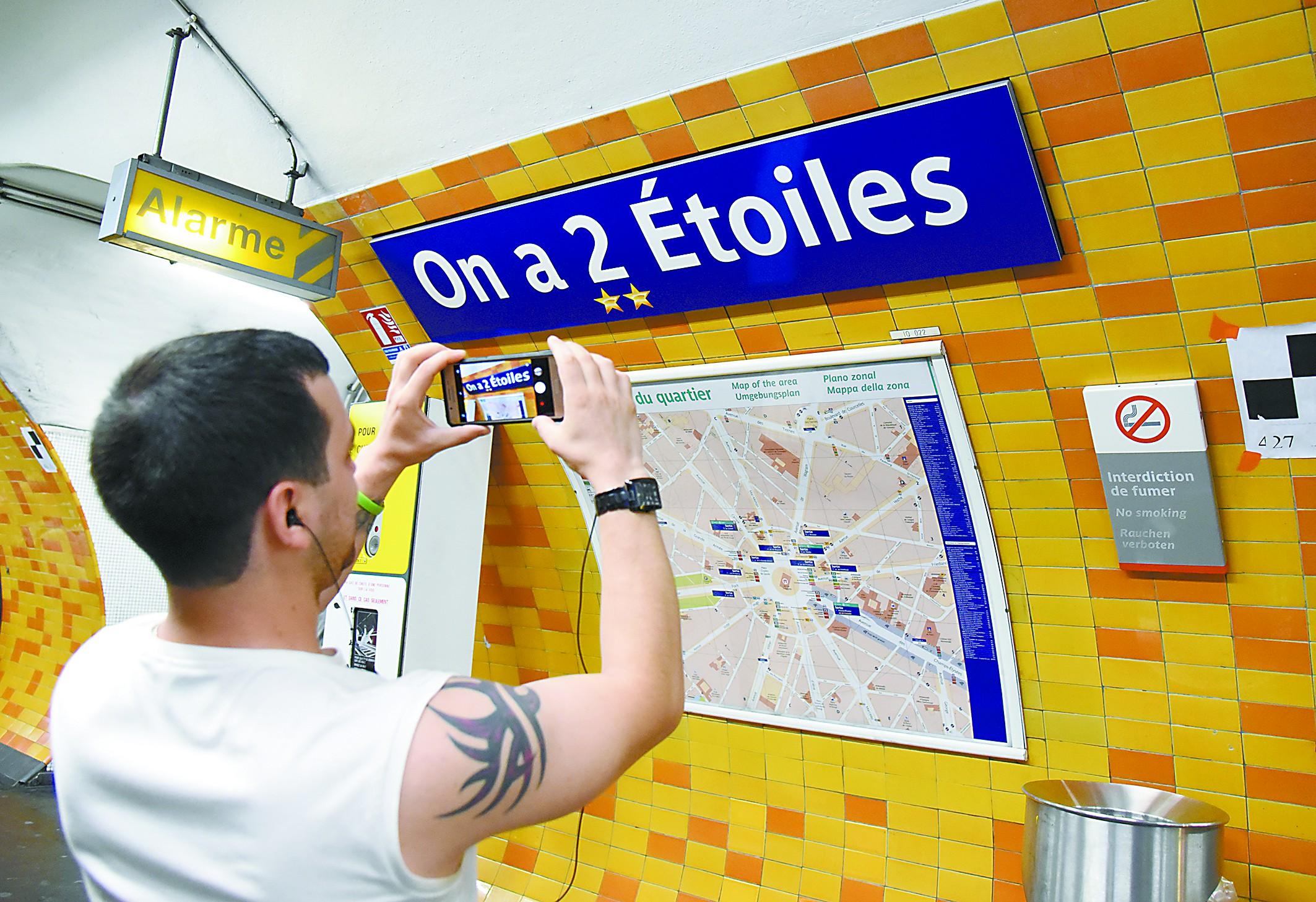 法国人爱在地铁搞法式浪漫