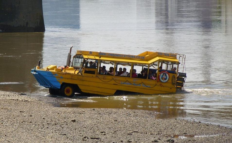密苏里州载约31人游船倾覆:至少11人死 有游客失联(视频)