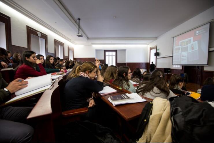 """葡萄牙年轻人成欧洲""""啃老""""冠军:父母承担过半大学开支"""