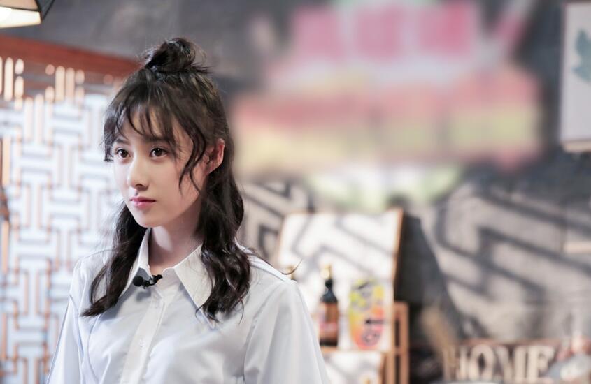 新版殷离曹曦月做客美食节目 化身小厨娘秀厨艺
