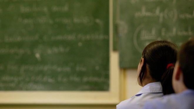 英国教育工会:在接触学生之前 教师应接受无犯罪记录检查