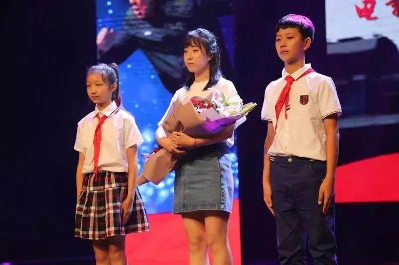 昨天上午,军事故事片《李学生》在英雄v军事地温州举行首映式.爱情学生电影电视剧图片