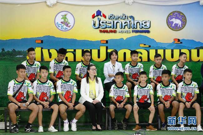 泰国少年足球队山洞获救后首次露面(组图)
