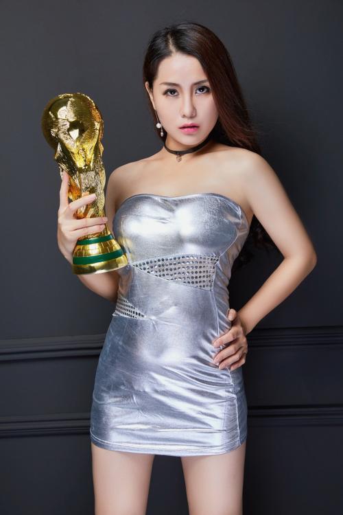 中国好声音歌手尹晓芸参加清远电视台《原创音乐之旅》节目录制