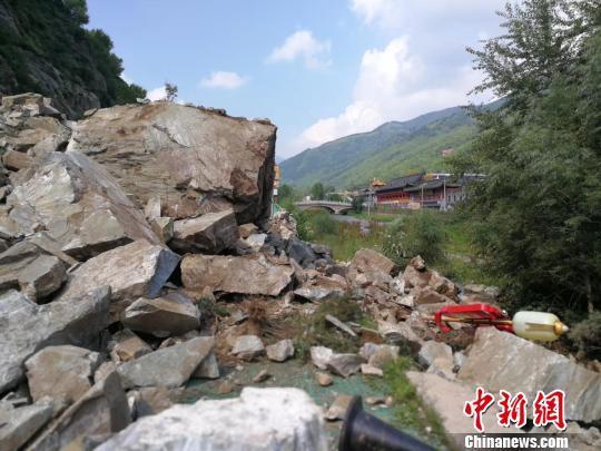 五台山景区核心区发生山体滑坡 主干道路被阻断