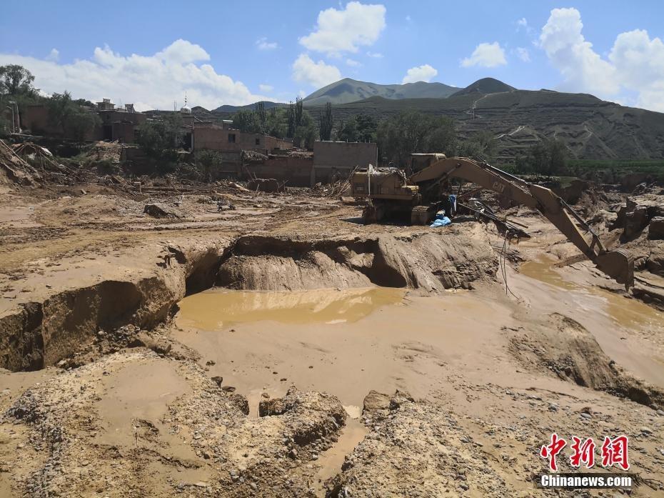 甘肃东乡县暴发山洪 12人遇难上千牲畜死亡
