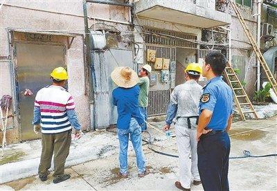 金湾 9 商铺违规设置排烟管被拆 严重影响邻居生活